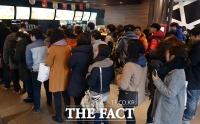 [TF포토] 맥도날드, 9일 무료 맥모닝 제공... '줄지어 선 손님들'