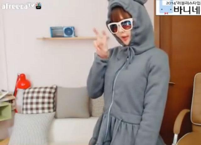 BJ엣지 토끼춤 BJ엣지의 귀여운 토끼춤 동영상이 누리꿈들의 높은 관심을 받고 있다./유튜브 통영상 캡처