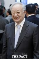 [TF포토] 손경식 CJ그룹 회장, 'MB 측근 윤증현 전 장관 딸 결혼식 참석'