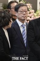 [TF포토] 윤증현 전 기재부 장관 딸 결혼식 참석하는 김황식 전 총리