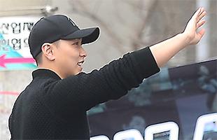 [TF영상] '31일 입소' 슈퍼주니어 성민, '팬들아 고마워~'