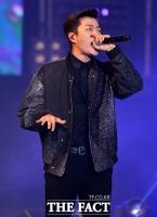 [TF포토] 윤두준, '노래하는 조각상'