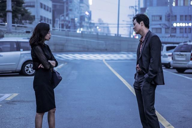전도연 김남길이 호흡을 맞춘 하드보일드 로맨스 무뢰한. 영화는 칸국제영화제 주목할 만한 시선 부문에 초청됐다./CGV 아트하우스 제공
