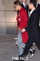 [TF포토] 태양, '이름처럼 붉은 코트 패션'