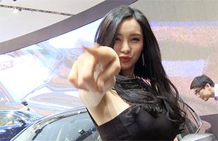 [비하인드30] 레이싱모델 박하의 손짓, '서울모터쇼로 드루와~'