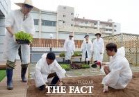 [TF사진관] 인간의 조건3, 새 촬영장 엿보기...'농부로 변신한 여섯 남자'