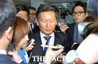 [TF포토] 취재진 질문 받는 정청래 최고위원