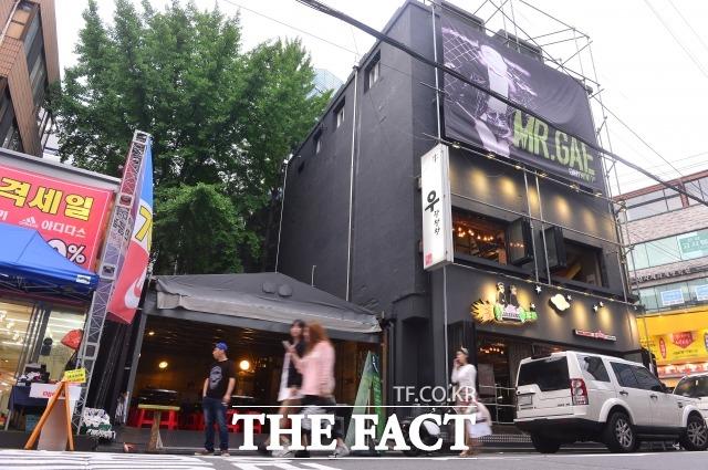 갑 리쌍과 을 서윤수 사장의 가게(왼쪽)가 나란히 운영되고 있다. /남윤호 기자