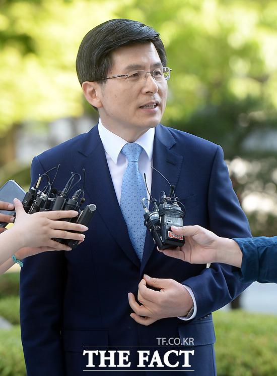 황교안 임명동의안 및 청문요청서 국회 제출. 박근혜 대통령은 26일 황교안 국무총리 후보자에 대한 임명동의안을 국회에 제출했다. 황 후보자는 재산으로 모두 22억9835만6000원을 신고했다./이효균 기자