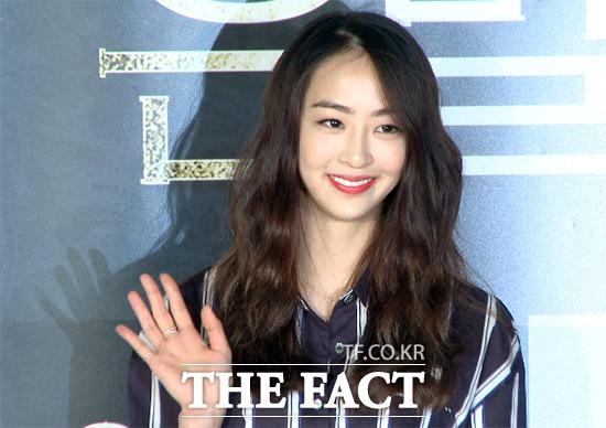씨스타 다솜이 28일 오후 서울 영등포구 CGV 영등포에서 열린 영화 은밀한 유혹 VIP 시사회에 참석해 포즈를 취하고 있다. /해당 영상 갈무리