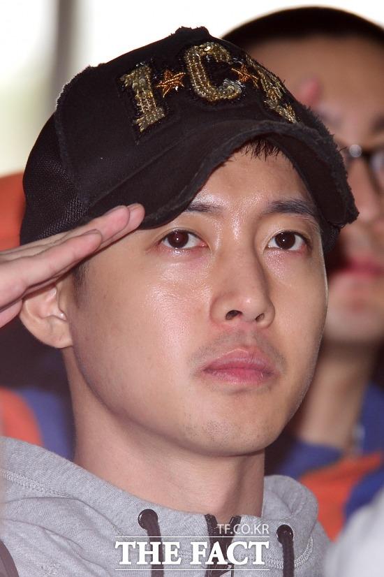 가수 겸 배우 김현중의 입대 후 근황 사진이 중국에도 크게 보도됐다. 사진은 김현중의 군 입대 당시 모습. / 남윤호 기자