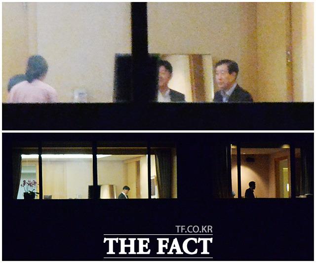 삼성그룹 최지성 미래전략실 실장(위 사진 오른쪽) 등 그룹 고위관계자들이 일상적으로 이 회장을 병문안하고 주요 업무를 보고하고 있다. /배정한 기자