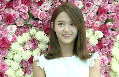 [TF영상] '프레쉬' 소이현-남보라, '장미를 상대로 미모 대결!'