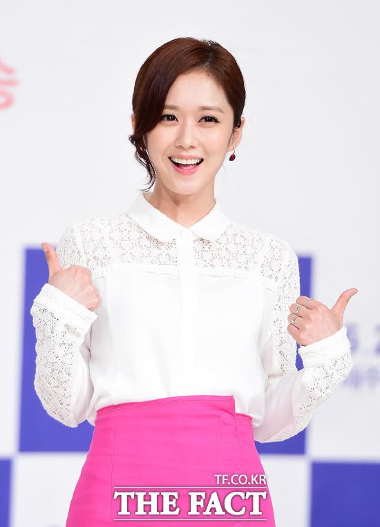 KBS2 새 월화드라마 너를 기억해 제작 발표회가 16일 오후 서울 영등포구 타임스퀘어 아모리스홀에서 열린 가운데 배우 장나라가 포토타임을 갖고 있다. /배정한 기자
