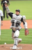 [TF포토] 로봇으로 변신한 장수원 '로봇시구'