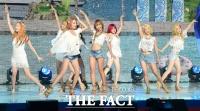 [TF 클릭] '섹시한 천사들이 돌아왔다!'…소녀시대의 '심쿵' 매력에 빠져봐!