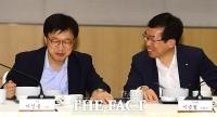 [TF포토] 대화 나누는 이인용 삼성 사장과 이승철 전경련 부회장