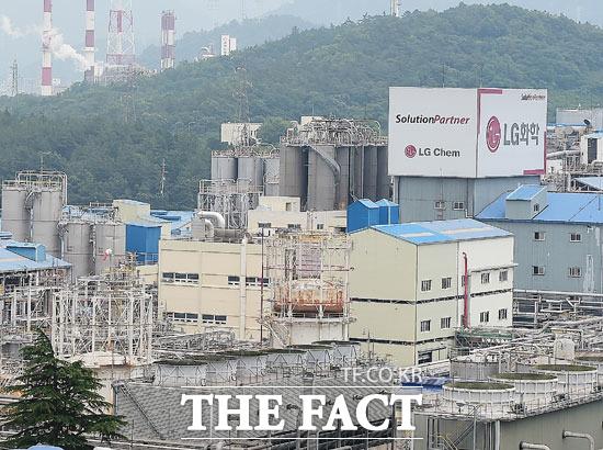 LG화학 측은 해명자료를 내고 (염화비닐을) 법적 기준치 이하로 배출하고 있다며 국내에서 가장 큰 PVC공장을 운영하고 있기 때문에 배출량의 절대 규모가 클 수밖에 없다고 설명했다.