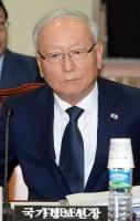[TF포토] 국회 정보위 회의 참석하는 이병호 국정원장