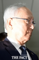 [TF포토] 기자들 질문에 답변 없는 이병호 국정원장
