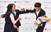 [TF클릭] 이광수, '포옹 권하는 아시아 프린스~'