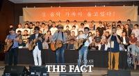 [TF사진관] 한자리에 모인 한국 음악 거목들, '전 음악 가족이 울고 있다'