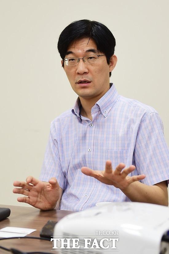 정보보안 시장 600억 원 권 대표가 국내 정보보안 시장이 600~700억 규모지만 연구시장에 대한 투자 지원을 늘려야 한다고 강조하고 있다./배정한 기자