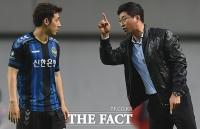 [TF포토] 김도훈 '그럴때는 이렇게 해봐'