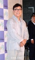 [TF포토] 트로트 전설 남진, '박현빈 후배 축하해요'