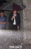 [TF포토] 정기선 상무, '비가 많이 오네요'
