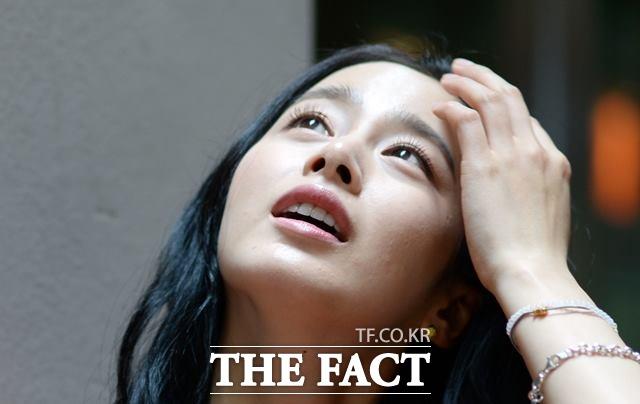 도대체 결혼은 언제? 드라마 용팔이에 출연 중인 김태희에게 대중의 관심사는 이미지나 역할 보다는 가수 비와 연계된 궁금증 해소다. /더팩트 DB
