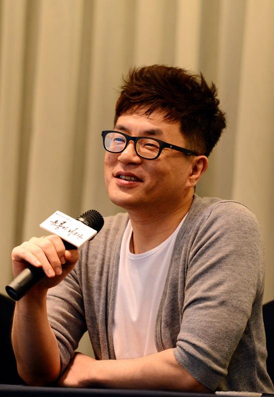 뿌리 깊은 나무 해석 비화. 박상연 작가가 사극을 집필하면서 현실 정치를 지적하는 것이 아니냐는 해석에 답했다. /SBS 제공