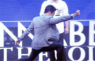 [비하인드30] 'SG워너비 쇼케이스' 김용준, 그의 펜싱 자세는 남달랐다?