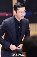 [TF 클릭] '양파남' 유아인, 카리스마 버리고 '살인미소 대방출'