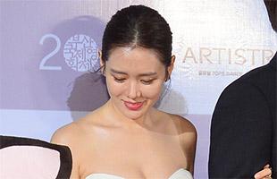 [BIFF영상] '레드카펫' 여신 손예진, '바람에 당황한 가슴?'