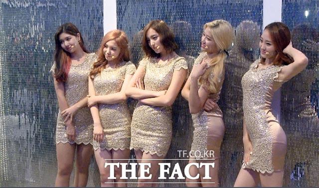 데뷔 쇼케이스 걸그룹 ATT, 평균 나이 18세의 몸매가… 신인 걸그룹 ATT가 7일 오후 서울 강남구 청담동 클럽 알키미스트에서 열린 데뷔 쇼케이스에서 포즈를 취하고  있다./해당 영상 갈무리