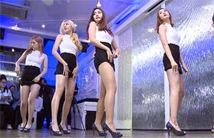 [TF영상] 'Temptation' 신인 걸그룹 ATT, '신장 170cm의 섹시 5인조'