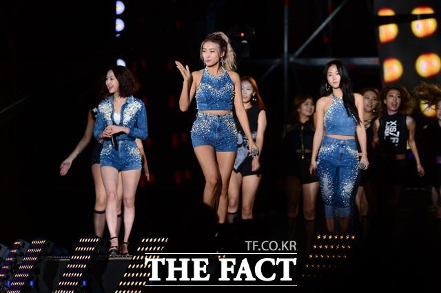 걸그룹 씨스타가 9일 오후 서울 마포구 성산동 서울월드컵경기장에서 열린 원 케이 콘서트에서 무대를 펼치고 있다./남윤호 기자