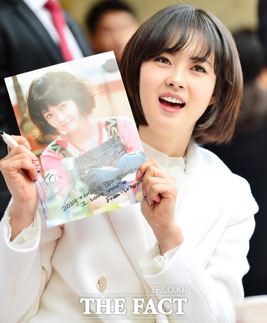 고아라, 나정이가 이렇게 잘 어울릴 줄 몰랐죠? 고아라는 tvN 응답하라 1994에서 긴 머리를 단발로 자르고 사투리를 거침없이 뱉어 드라마의 흥행을 이끌었다. /더팩트 DB