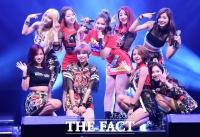 [TF 클릭] '이런 매력 보셨어요?'…트와이스, '상큼 발랄한 JYP의 새로운 걸그룹 데뷔'