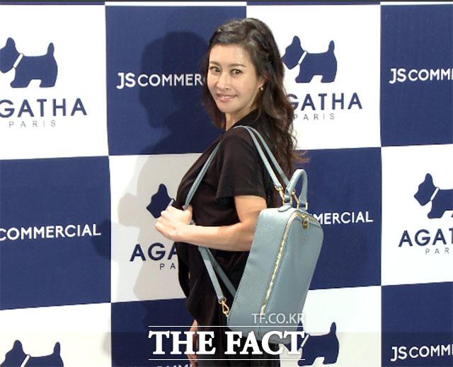 방송인 손정민이 27일 저녁 서울 중구 장충단로 반얀트리 호텔에서 열린 프랑스 패션액세서리 아가타(AGATHA) 2016 EDITION SHOW&PARTY에 참석하고 있다./이덕인 기자