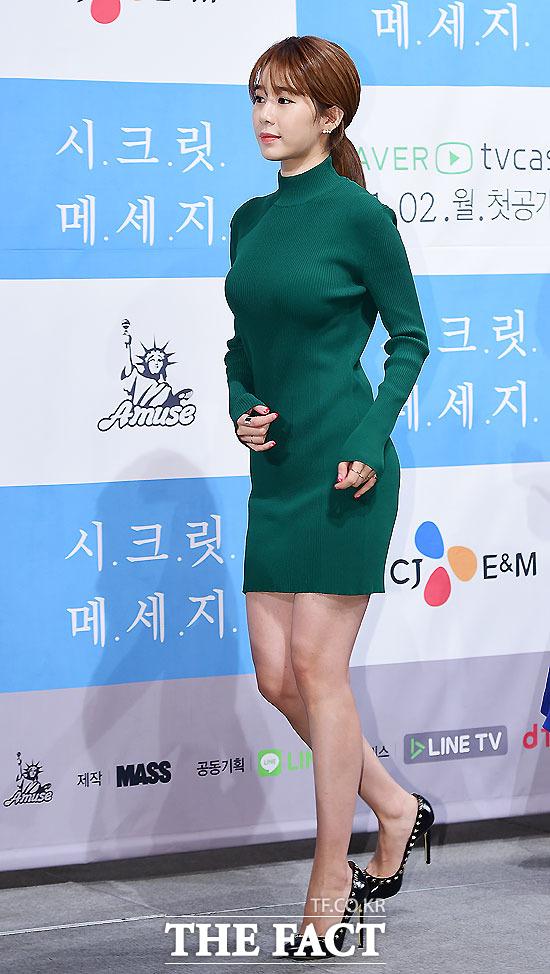 배우 유인나가 28일 오후 서울 강남구 임피리얼팰리스호텔에서 열린 웹드라마 시크릿 메세지 제작발표회에서 포토타임을 갖고 있다./배정한 기자