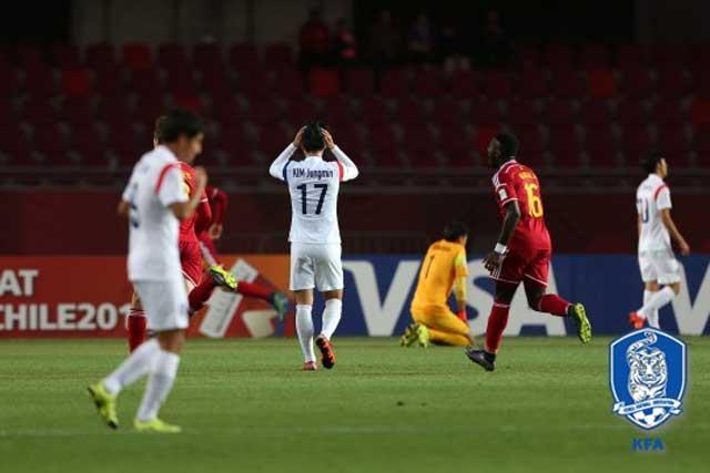 아 안돼 한국 선수들이 전반 11분 선제골을 허용한 뒤 아쉬워하고 있다.