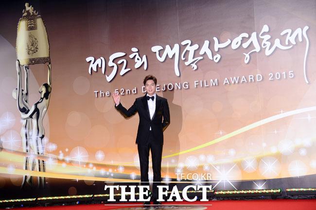 배우 이민호가 20일 저녁 서울 영등포구 KBS홀에서 열린 제52회 대종상 시상식에 참석해 포즈를 취하고 있다./남윤호 기자
