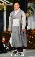 [TF사진관] '인천시장이 패션모델?'…인천국제공항에서 열린 한복 패션쇼!