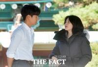 [TF클릭] 양세종-이영애, '촬영 앞두고 다정한 대화'