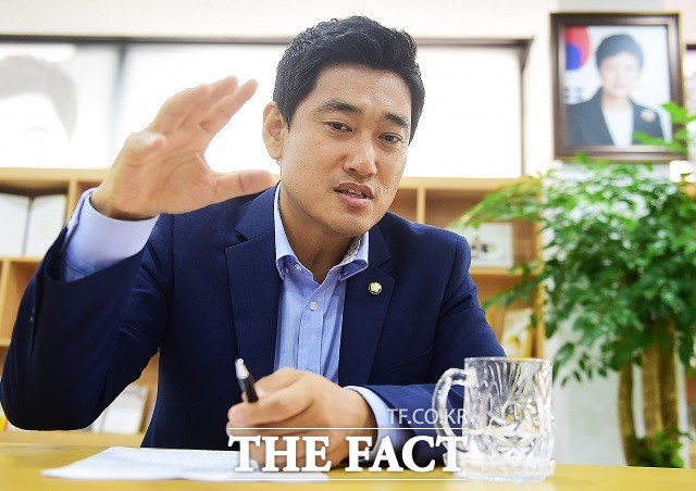오신환 새누리당 의원(서울 관악구을)은 3일 법무부의 사법시험 존치 결정과 관련해