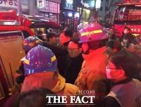 [TF포토] 분당 화재 현장 찾은 이종훈 의원