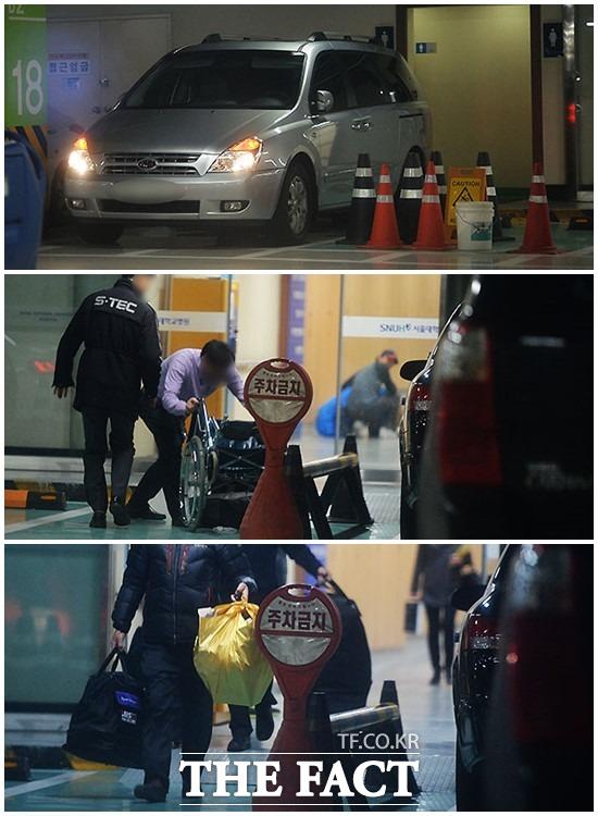 그에겐 지긋한 병원 노태우 전 대통령의 짐으로 보이는 휠체어와 물건이 나오고 있다.