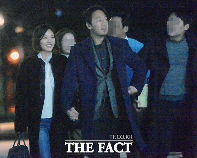 결혼을 발표한 황정음♥이영돈 커플. 두 사람은 오는 다음 달 말 결혼한다. /임영무·문병희 기자
